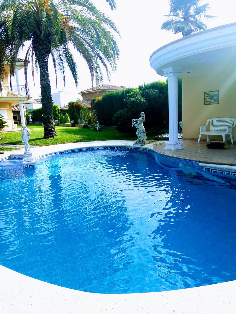 Piscicat sabadell carrer portugal 58 piscinas for Piscina sabadell