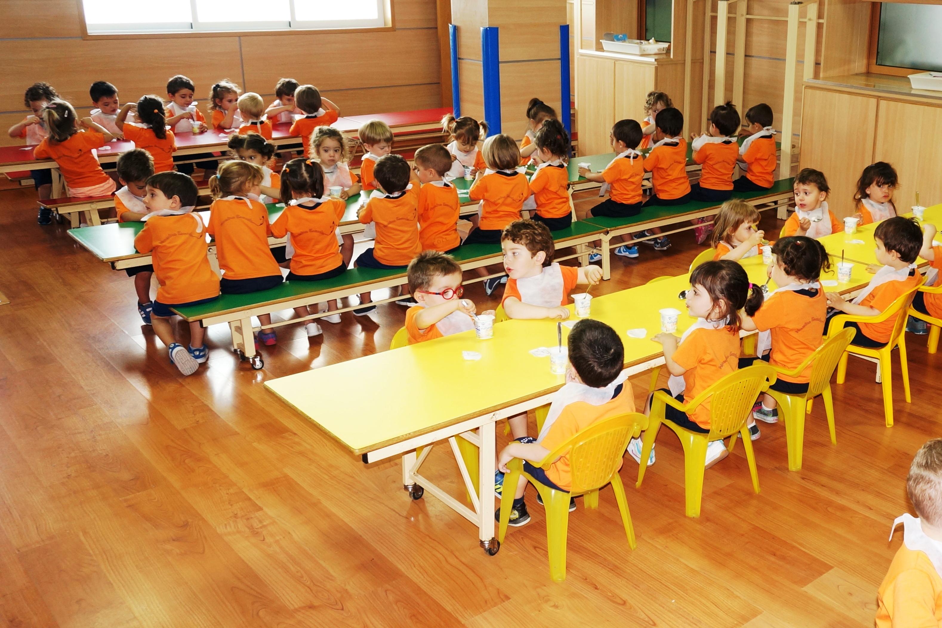 Nuestra escuela garabatos alicante alacant calle de - Garabatos mobiliario juvenil e infantil ...